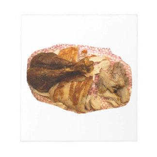 pierna y carne de pavo en el disco blanco rojo bloc