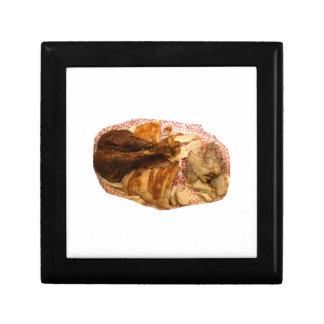 pierna y carne de pavo en el disco blanco rojo caja de recuerdo