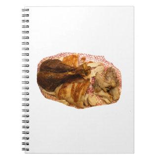 pierna y carne de pavo en el disco blanco rojo libros de apuntes con espiral