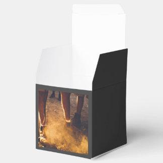 Piernas y workboots melenudos cajas para detalles de boda