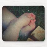 Pies 2 del bebé alfombrillas de ratón