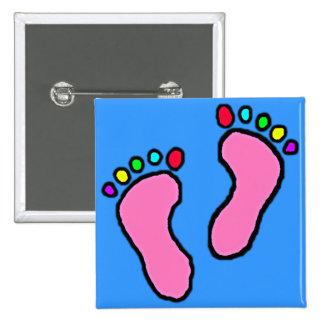 Pies coloridos de dibujo animado pin cuadrado