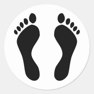 pies de las huellas pegatina redonda