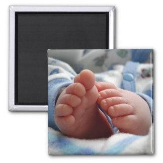 Pies lindos del bebé imán cuadrado