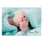 Pies minúsculos - nacimiento en el nuevo saludo de tarjetón