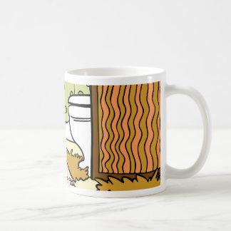 Pies que se colocan en dibujo animado de la taza clásica