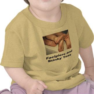 pies sucios 001, Facipiers y dedos del pie Stinky Camisetas