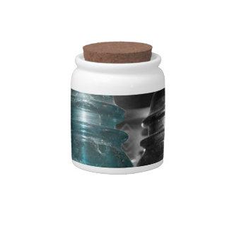 Pieza azul de la foto de los aisladores coloreada jarras para caramelos