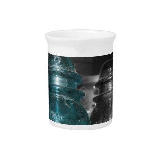 Pieza azul de la foto de los aisladores coloreada jarra