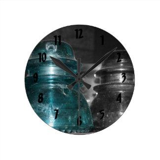 Pieza azul de la foto de los aisladores coloreada relojes de pared