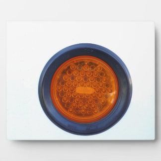pieza de automóvil anaranjada redonda de la luz placa para mostrar
