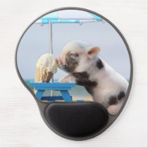 Pig eating ice cream on the beach gel mouse pad