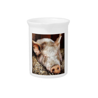 Pig of leisure pitcher