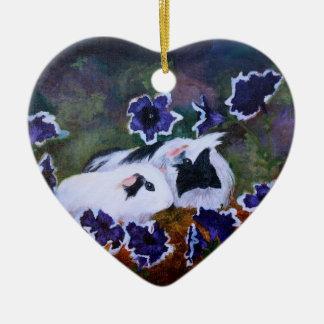 Piggies en el jardín adorno navideño de cerámica en forma de corazón