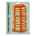 Pila alta de crepes con el desayuno del ajuste del invitación 12,7 x 17,8 cm