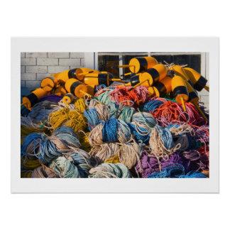 Pila de artes de pesca de la langosta en muelle en perfect poster