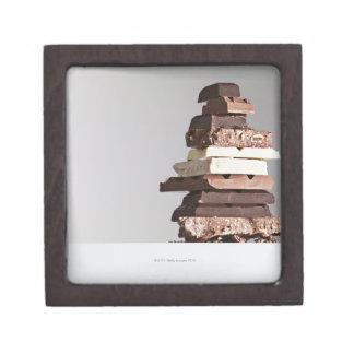 Pila de barras de chocolate caja de joyas de calidad