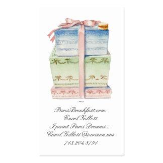 Pila de cajas del macaron tarjetas de visita