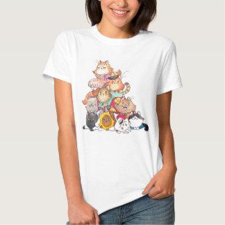 Pila de camiseta de los gatos playeras