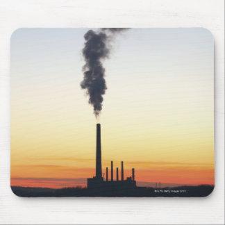 Pila de humo de la central eléctrica alfombrillas de ratones