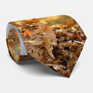 Pila de la hoja lista para saltar corbata personalizada