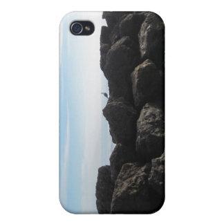 Pila de la roca en la playa de Ventura iPhone 4 Protector