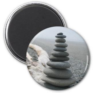 Pila de la roca imán de nevera