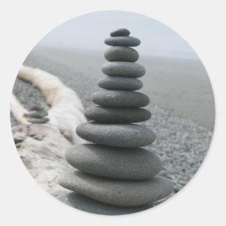 Pila de la roca pegatina redonda