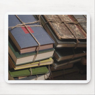Pila de libro viejo mouse pads