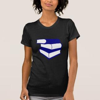 Pila de libros azules playera