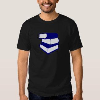 Pila de libros azules playeras