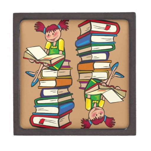 Pila de libros caja de recuerdo de calidad