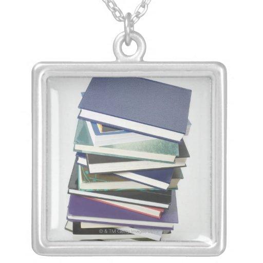 Pila de libros colgantes personalizados