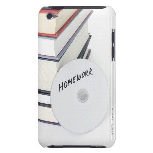 Pila de libros con CD Case-Mate iPod Touch Funda