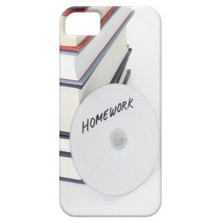 Pila de libros con CD Funda Para iPhone 5 Barely There