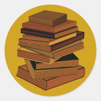 Pila de libros - GreenBrown Pegatina Redonda