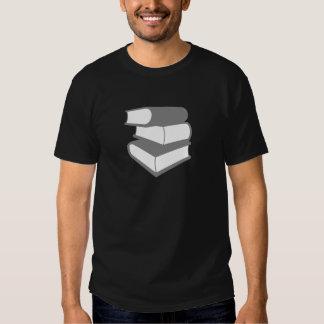 Pila de libros grises playera