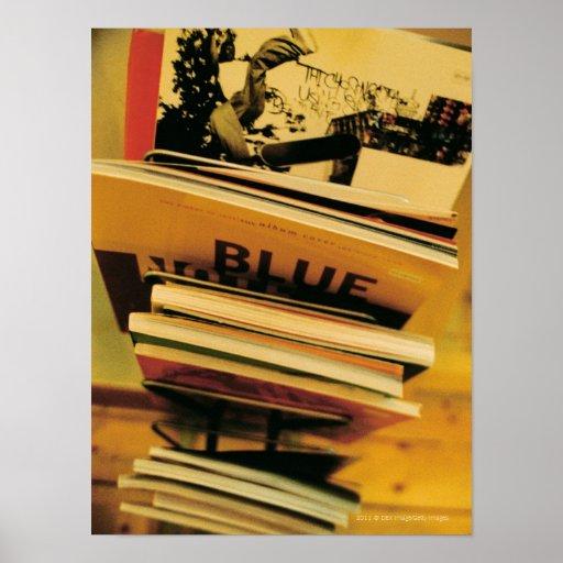 Pila de libros y de revistas poster