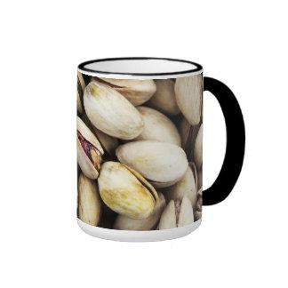 Pila de nuez del pistacho taza de dos colores