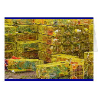 Pila de trampas amarillas de la langosta en Maine Tarjetas