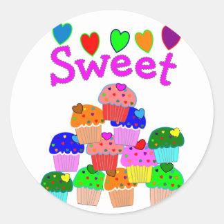 """Pila """"dulce"""" de la magdalena con los corazones pegatina redonda"""
