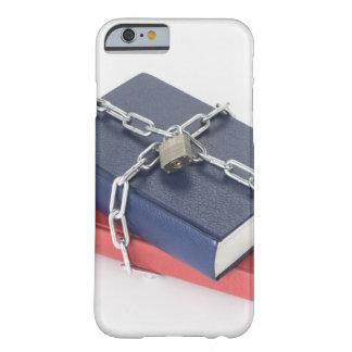 Pila encadenada de libros funda de iPhone 6 barely there