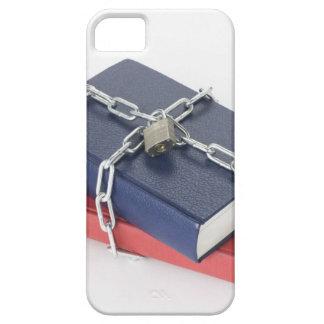 Pila encadenada de libros iPhone 5 carcasa