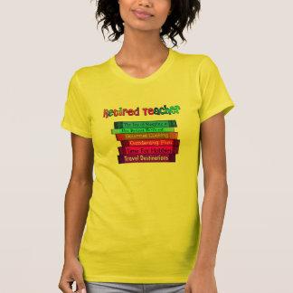 Pila jubilada de los regalos del profesor de camiseta