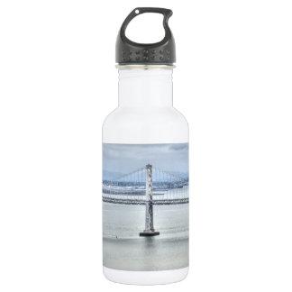 Pilar del puente de la bahía botella de agua