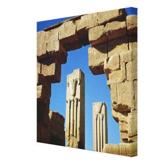Pilares adornados con loto estilizado impresiones en lienzo estiradas