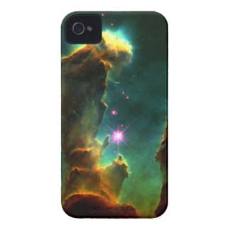 Pilares de la creación (nebulosa de M16 Eagle) iPhone 4 Case-Mate Carcasas