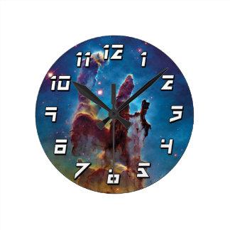 Pilares de la nebulosa de la creación M16 Eagle Reloj Redondo Mediano