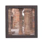 Pilares en el Qutub Minar en Delhi Cajas De Recuerdo De Calidad