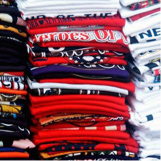 Pilas coloridas de la camiseta imán fotoescultura